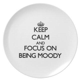 Guarde la calma y el foco en ser cambiante plato de comida