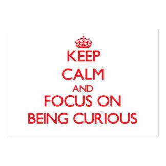 Guarde la calma y el foco en ser curioso tarjeta de visita