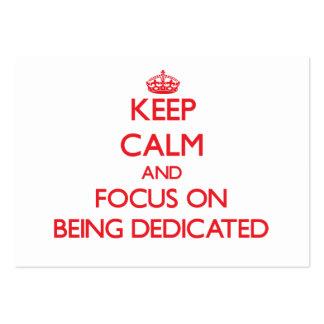 Guarde la calma y el foco en ser dedicado plantilla de tarjeta de negocio