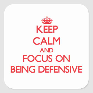 Guarde la calma y el foco en ser defensivo pegatinas cuadradas