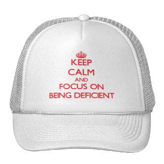 Guarde la calma y el foco en ser deficiente gorro
