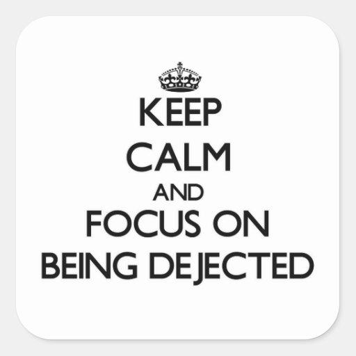Guarde la calma y el foco en ser Dejected Calcomania Cuadrada Personalizada