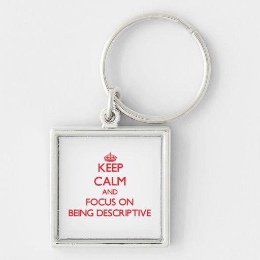 Guarde la calma y el foco en ser descriptivo llaveros personalizados
