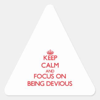 Guarde la calma y el foco en ser desviado pegatina triangular