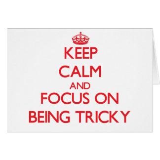 Guarde la calma y el foco en ser difícil tarjeta de felicitación
