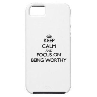 Guarde la calma y el foco en ser digno iPhone 5 funda