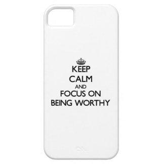 Guarde la calma y el foco en ser digno iPhone 5 Case-Mate protectores