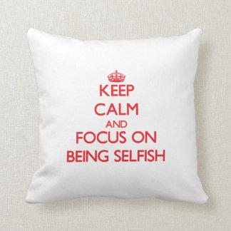 Guarde la calma y el foco en ser egoísta almohada