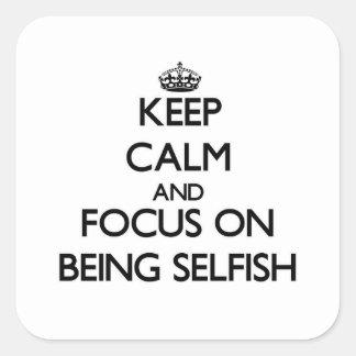Guarde la calma y el foco en ser egoísta calcomanías cuadradas personalizadas