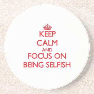 Guarde la calma y el foco en ser egoísta posavasos diseño