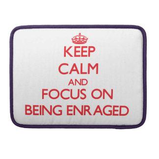 Guarde la calma y el foco en SER ENFURECIDO Funda Para Macbook Pro