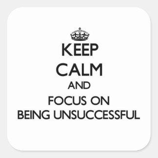 Guarde la calma y el foco en ser fracasado calcomanía cuadrada personalizada