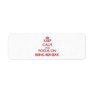 Guarde la calma y el foco en ser frenético etiquetas de remite