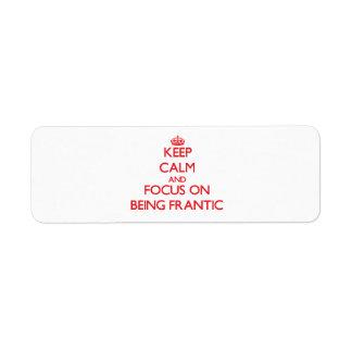 Guarde la calma y el foco en ser frenético etiqueta de remite