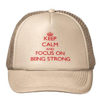 Guarde la calma y el foco en ser fuerte gorro