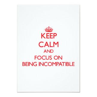 """Guarde la calma y el foco en ser incompatible invitación 5"""" x 7"""""""