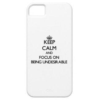 Guarde la calma y el foco en ser indeseable iPhone 5 funda