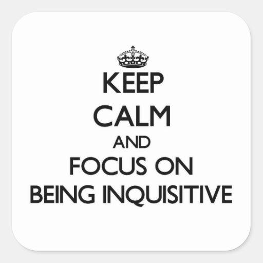 Guarde la calma y el foco en ser inquisitivo calcomania cuadradas personalizadas