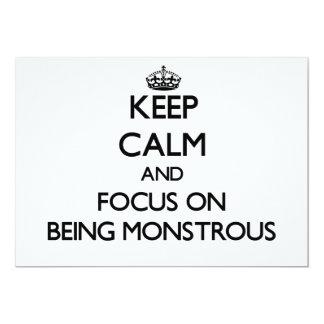 Guarde la calma y el foco en ser monstruoso invitación 12,7 x 17,8 cm