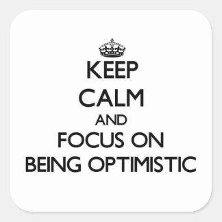 Guarde la calma y el foco en ser optimista pegatina cuadrada
