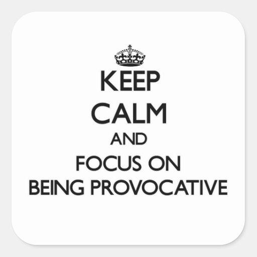 Guarde la calma y el foco en ser provocativo colcomanias cuadradases