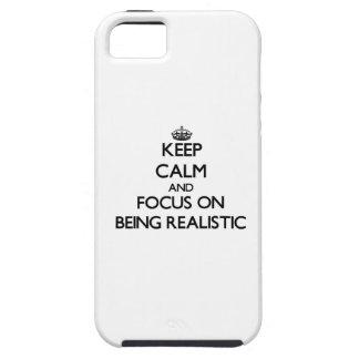 Guarde la calma y el foco en ser realista iPhone 5 carcasas