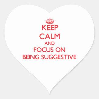 Guarde la calma y el foco en ser sugestivo pegatina en forma de corazón