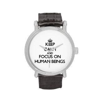 Guarde la calma y el foco en seres humanos reloj