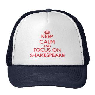 Guarde la calma y el foco en Shakespeare Gorras De Camionero