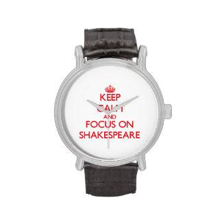 Guarde la calma y el foco en Shakespeare Reloj