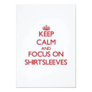 Guarde la calma y el foco en Shirtsleeves Invitación 12,7 X 17,8 Cm
