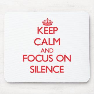 Guarde la calma y el foco en silencio alfombrilla de ratón