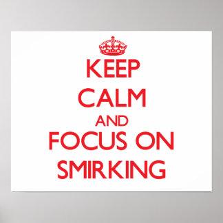 Guarde la calma y el foco en Smirking Posters