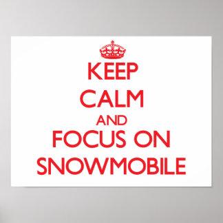 Guarde la calma y el foco en Snowmobile Posters