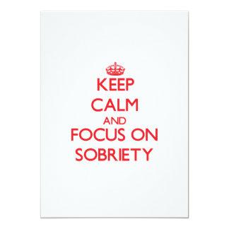 Guarde la calma y el foco en sobriedad invitación 12,7 x 17,8 cm