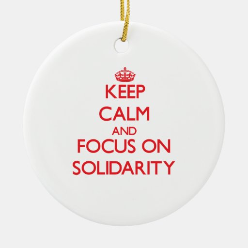 Guarde la calma y el foco en solidaridad ornamentos de reyes magos