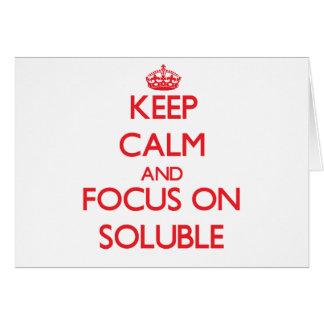 Guarde la calma y el foco en solubilidad tarjeta de felicitación