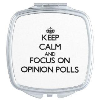 Guarde la calma y el foco en sondeos de opinión espejo de maquillaje