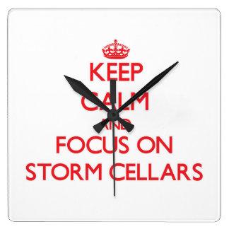 Guarde la calma y el foco en sótanos de tormenta relojes