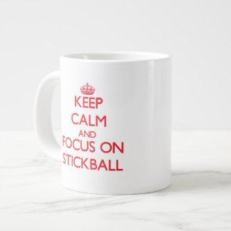Guarde la calma y el foco en Stickball Taza Grande