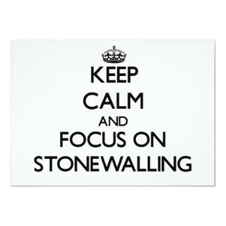 """Guarde la calma y el foco en Stonewalling Invitación 5"""" X 7"""""""