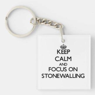 Guarde la calma y el foco en Stonewalling Llavero Cuadrado Acrílico A Una Cara