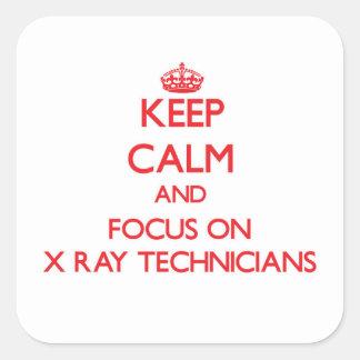 Guarde la calma y el foco en técnicos de la calcomanía cuadrada