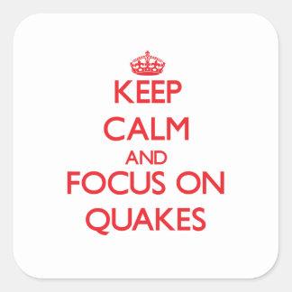 Guarde la calma y el foco en temblores pegatina cuadrada