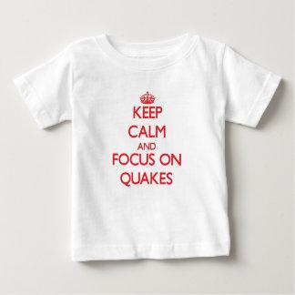 Guarde la calma y el foco en temblores playera