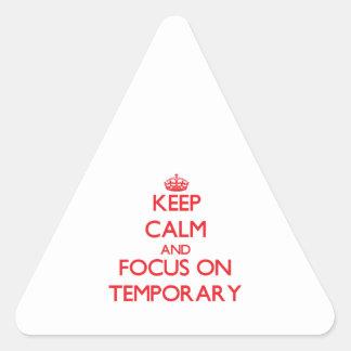 Guarde la calma y el foco en temporal calcomanías de triangulos personalizadas