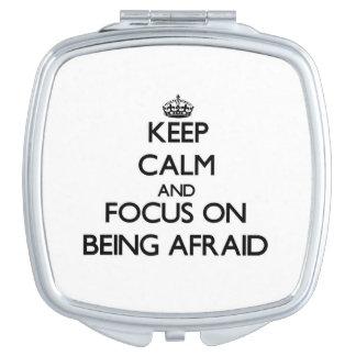 Guarde la calma y el foco en tener miedo espejo para el bolso
