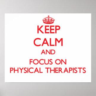 Guarde la calma y el foco en terapeutas físicos posters