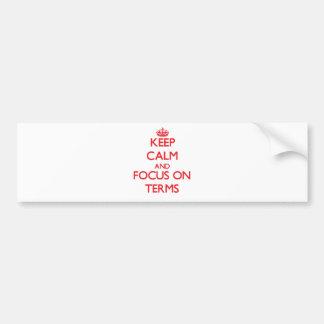 Guarde la calma y el foco en términos etiqueta de parachoque