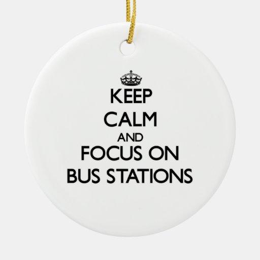 Guarde la calma y el foco en términos de autobuses ornamentos de navidad